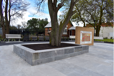 Thomastown screetscape primary school seating area